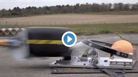 Lançamento de um pneu a 225 Km/h