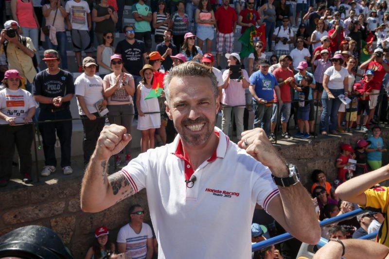 Monteiro vibrando pela pole. - Foto: WTCC