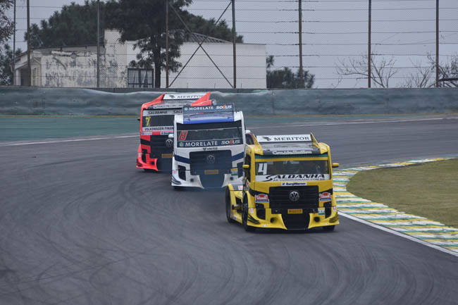 Giaffone (4) seguido por Adalberto Jardim (8) e Débora Rodrigues (7). - Foto: Luciana Flores.