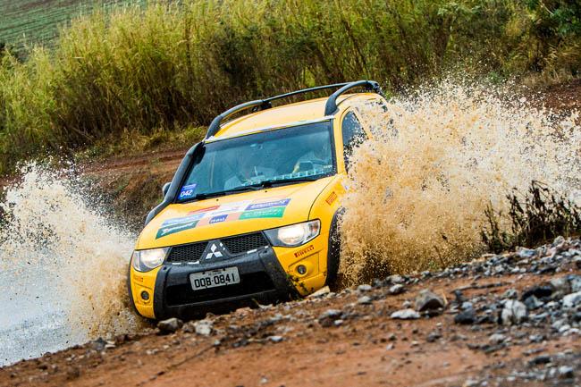 Competidores tiveram um dia de diversão na lama. - Foto: Cadu Rolim/Mitsubishi.