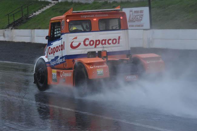 Diogo Pachenki levou a sua primeira vitória na molhada e fria pista de Tarumã. - Foto: Luciana Flores.