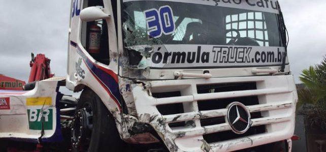 FÓRMULA TRUCK – Susto e muita velocidade marcaram a sexta-feira em Tarumã – 2016