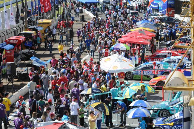 Visitação dos boxes em Londrina 2012. - Foto: Fernanda Freixosa/Vicar.