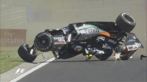 Foto: Perez capota carro no 1º TL - Créditos: Twitter Oficial Force India