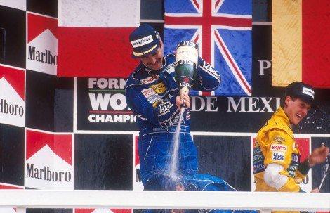 Mansell comemorando em 92 - Fonte: Twitter @f1fanatic_co_uk