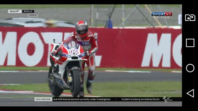 Dovi levando sua moto até a linha de chegada! Foto: Print Screen de Gilson Roberto Costa