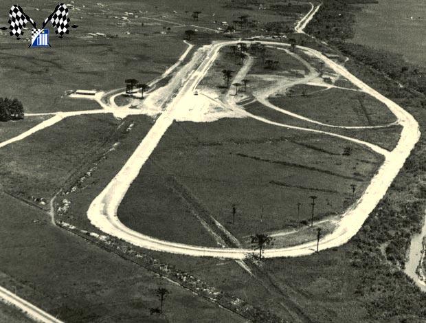 Foto: Vista área da época da inauguração. Fonte: www.lolocornelsen.com.br