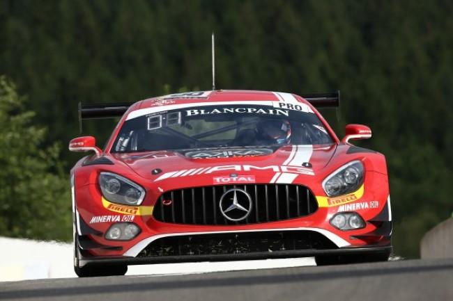 Felix Rosenqvist abordo de sua Mercedes-AMG nº 88 da equipe AMG-Team AKKA ASP - Foto: Blancpain GT Series.