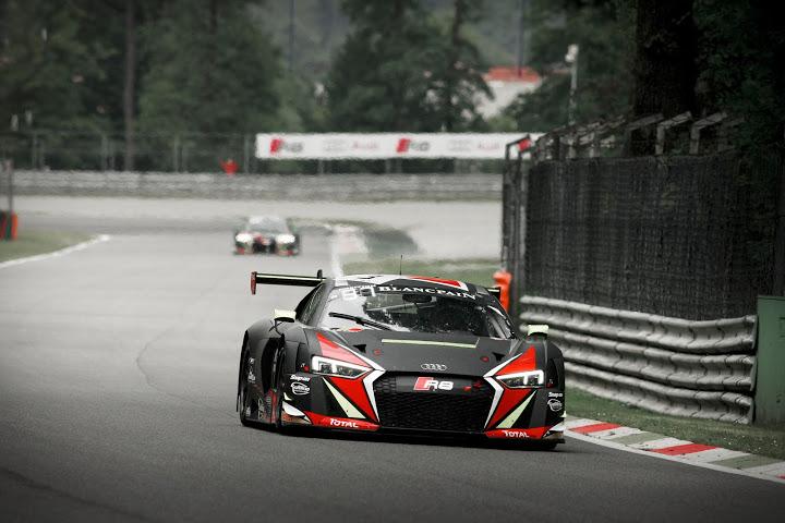"""O R8 """"batmovel"""" desfilando pelo circuito de italiano de Monza. - Foto: Patrick Hecq"""
