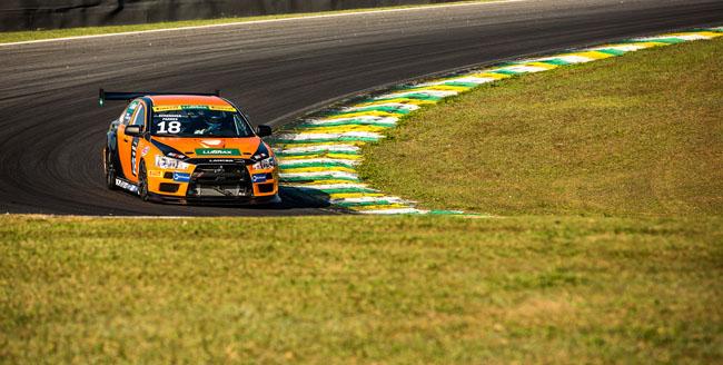 Evo X na pista de Interlagos. - Foto: Ricardo Leizer.