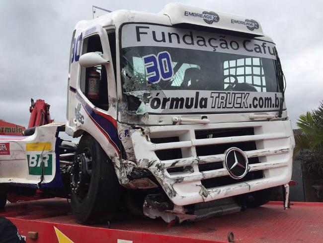 Veja como ficou o bruto de Rogério Castro após o acidente dessa manhã. - Foto: Cleiton Nogueira.