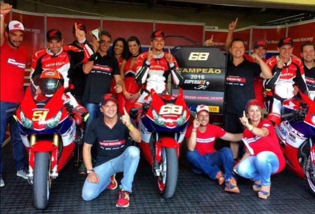 Faustino e sua equipe em Interlagos.