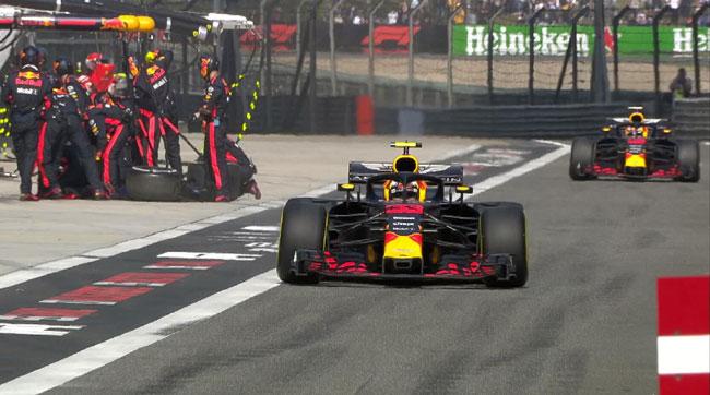 Red Bull leva os 2 pilotos aos boxes ao mesmo tempo durante bandeira amarela - Foto: Twitter F1 Oficial