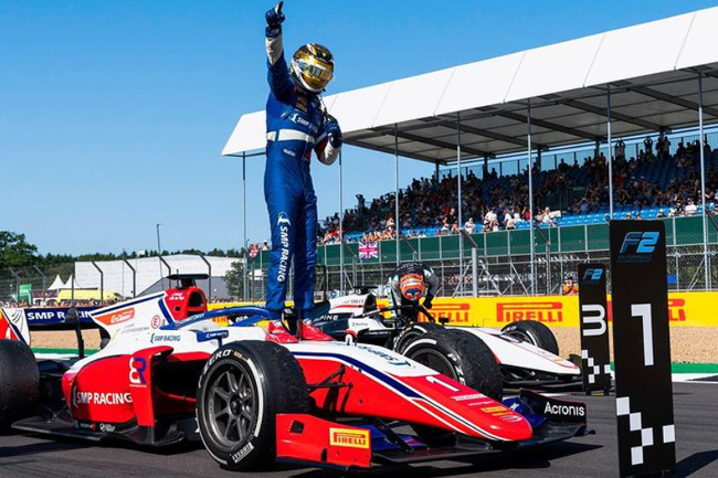 Foto: Robert Shwartzman Instagram - Vencedor da Corrida 1 - F2 - Silverstone