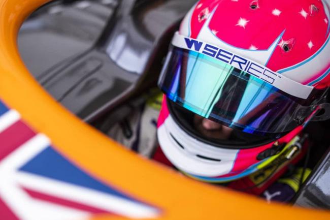 Alice Powell é a pole position em Silverstone pela W SERIES. Foto: Instagram Alice Powell